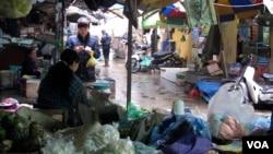 在越南河內市場﹐消費者要求貨品的質量高於政治考量。