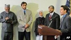 امریکی مسلم تنظیموں کے رہنما واشنگٹن میں نیشنل پریس کلب میں کانگریس میں مسلمانوں کے بارے میں سماعت کی مخالفت میں پریز کانفرنس کررہے ہیں۔