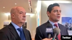 El embajador del gobierno encargado de Venezuela en Estados Unidos, Carlos Vecchio, anunció durante un encuentro con la comunidad venezolana en Washington el nuevo puesto asignado a Iván Simonovis, el miércoles 10 de julio de 2019.