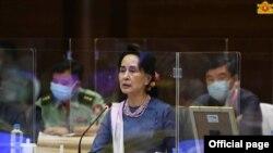 ၁၉ ႀကိမ္ေျမာက္ ျပည္ေထာင္စုၿငိမ္းခ်မ္းေရးေဆြးေႏြးမႈပူးတြဲေကာ္မတီ (UPDJC) အစည္းအေဝးမွာ ႏိုင္ငံေတာ္ အတိုင္ပင္ခံပုဂၢိဳလ္ ေဒၚေအာင္ဆန္းစုၾကည္ မိန္႔ခြန္းေျပာၾကားတဲ့ ျမင္ကြင္း။ (ဓာတ္ပံု - Myanmar State Counsellor Office - ၾသဂုတ္ ၁၇၊ ၂၀၂၀)