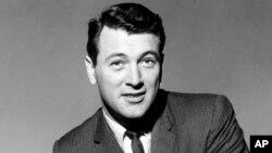 지난 1962년 뉴욕 플라자호텔에서 열린 기자회견 중 포즈를 취하고 있는 록 허드슨.
