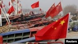 지난달 26일 중국 장쑤성 롄윈강 항구에 정박해 있는 중국 어선들. (자료사진)