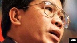 Công ty Securency trả học phí cho con ông Lê Ðức Thúy theo học tại Anh Quốc.