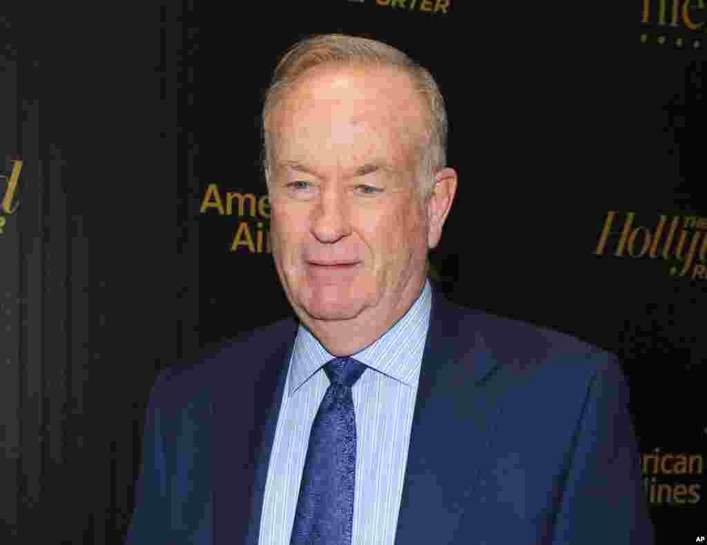 """2016年4月6日,美国福克斯新闻频道政治评论节目——""""奥莱利因素""""的主持人比尔·奥莱利(Bill O'Reilly)出席媒体《好莱坞记者》的""""媒体最有权势35人""""庆祝会。4月19日,他在性骚扰指称引起的风波中被解雇。21世纪福克斯公司声明:""""在对有关指称进行了认真全面的审议后,本公司和比尔·奥莱利同意,比尔·奥莱利将不再重返福克斯新闻频道。""""奥莱利声明:""""由于完全没有根据的指称,我们分道扬镳,这令人极为沮丧。""""但是他说,他""""自豪地开创并领导了历史上最成功的新闻节目之一""""。多位曾在奥莱利手下工作或者在他的节目上出现的女性起诉他性骚扰和其他不轨行为。截止到2017年4月,福克斯新闻频道和奥莱利共花费了超过1, 300万美元来达成庭外和解。广告商纷纷撤出该节目。"""