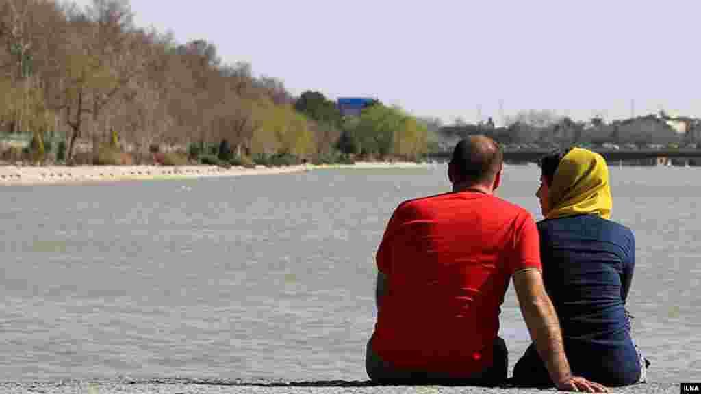 وقتی زاینده رود اینطور پر آب است، حال خیلی ها خوب است.... عکس : شهرام مرندی، ایلنا
