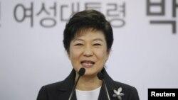 新國家黨的朴槿惠贏得韓國總統選舉後﹐12月20日在辦公室對媒體發表講話