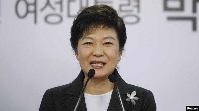 Bà Park Geun Hye, tổng thống tân cử của Nam Triều Tiên, nói chuyện trong cuộc họp báo tại trụ sở đảng đương quyền Saenuri ở Seoul, Nam Triều Tiên, 20/12/12