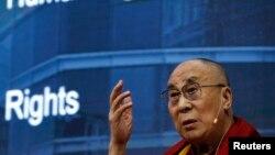 11일 스위스 제네바에서 열린 유엔 인권이사회 패널 토론회에서 티벳의 정신적 지도자 달라이 라마가 연설하고 있다.