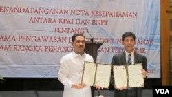 KPAI dan BNPT menandatangani nota kesepahaman untuk mencegah anak-anak terpapar radikalisme dan terorisme di Jakarta (13/2). (VOA/Fathiyah Wardah)