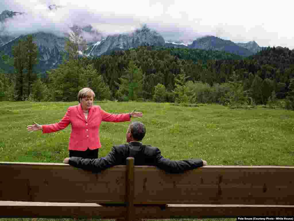 Angela Merkel et Barack Obama discutent au G7 à Krün, en Allemagne, le 8 juin 2015.
