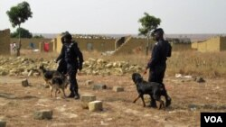 Polícia em acção no Bié (VOA/António Capalandanda - foto de arquivo)