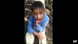 Cậu bé 8 tuổi Felipe Gomez Alonzo, 8 tuổi, lúc còn ở quê nhà ở Guatemala