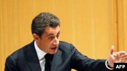 Tổng thống Sarkozy nói với các bộ trưởng rằng họ nên dành ưu tiên cho nước Pháp khi chọn địa điểm nghỉ hè.