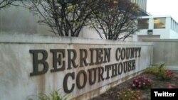 密执根圣约瑟市贝里恩郡法院发生枪击事件三人死亡