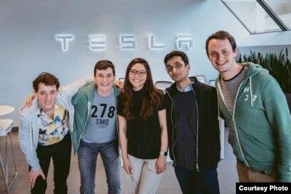 Moorissa Tjokro, Autopilot Software Engineer Tesla, bersama rekan-rekan kerjanya (dok: Moorissa Tjokro)