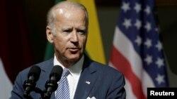 លោក Joe Biden អនុប្រធានាធិបតីសហរដ្ឋអាមេរិក ថ្លែងសុន្ទរកថានៅទីក្រុង Riga ប្រទេសឡេតូនី កាលពីថ្ងៃទី២៣ ខែសីហា។
