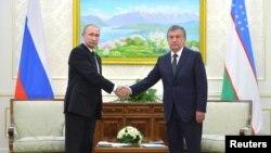 د ازبکستان موقت جمهور رئیس میرزایف د ولادیمیر پوتین سره د کتنې پر وخت