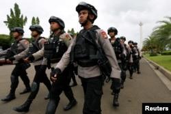 Polisi dan TNI akan dikerahkan untuk melakukan patroli saat pemberlakukan PSBB di Jakarta (foto: ilustrasi).