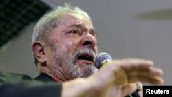 Lula da Silva defende-se em São Paulo