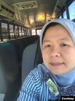 Nur Yohana Djuanda Kirk, pengemudi bus sekolah dan staf kafetaria, Loudoun County Public Schools. (Foto: pribadi)
