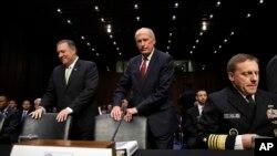 Mike Pompeo, directeur de la CIA, Dan Coats, directeur du Renseignement américain et Michael Rogers, directeur de la NSA, Capitol Hill, Washington, le 11 mai 2017.