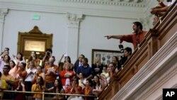 Демонстранты на галерее Сената Техаса, Остин, 26 июня 2013г.