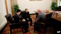 Han Song Ryol, vice ministro de Relaciones Exteriores de Corea del Norte, durante una entrevista con The Associated Press el viernes 14 de abril de 2017 en Pyongyang, Corea del Norte.