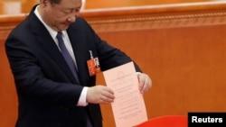 中国国家主席习近平2018年3月11日参加宪法修正案投票(路透社)