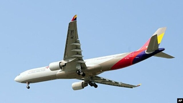 An Asiana Airlines lands at Incheon International Airport in Incheon, west of Seoul on June 18, 2011