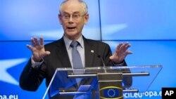 ທ່ານ Herman Van Rompuy ປະທານສະພາປົກຄອງຂອງ EU ມີຄວາມເຫັນຕໍ່ກອງປະຊຸມສຸດຍອດ ຂອງອີຢູ ທີ່ນະຄອນຫລວງ Brussels ຂອງປະເທດເບັນຢ້ຽມ ໃນວັນສຸກ ທີ 14 ທັນວາ 2012.