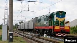 Düşen uçak yolcuları ve mürettebatının cesetlerini taşıyan tren Harkiv kentine giderken