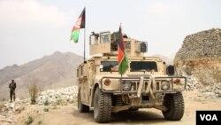 مهاجمان کاروان نظامی را در منطقه نوا هدف قرار دادند.