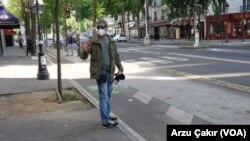 Paris'te gösteriler sırasında yaralanan foto muhabiri Mustafa Yalçın.