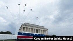 Авиационный парад во время празднования Дня независимости, Вашингтон, 4 июля 2019 года