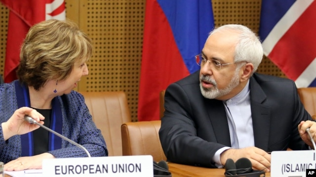 European Union's Catherine Ashton, left, and Iran's Mohammad Javad Zarif await start of closed-door nuclear talks, Vienna, June 17, 2014.