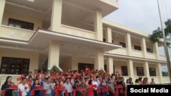 Trường Tiểu học Tịnh An, tỉnh Quãng Ngải vừa được chính phủ Mỹ bàn giao cho phía Việt Nam. (Facebook Daniel Kritenbrink)