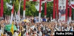 Suasana kampanye terbuka capres nomor urut 02, Prabowo Subianto di Stadion Sriwedari Solo, Rabu, 10 April 2019. (Foto: VOA/Yudha)