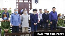 Các bị cáo, gồm cựu Bộ trưởng GTVT Đinh La Thăng và cựu Chủ tịch PVC Trịnh Xuân Thanh, nghe tuyên án tại Toà án Nhân dân TP Hà Nội hôm 16/3 trong toà xét xử vụ án thất thoát hàng trăm tỷ đồng trong Dự án Ethanol Phú Thọ.