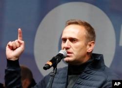 納瓦爾尼在莫斯科舉行的一次聲援政治犯的集會上講話。(2020年9月29日)