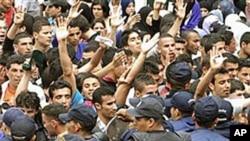阿爾及利亞大學生舉行反政府示威。