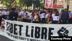 Tibetans in Paris protesting China's treatment of a prominent Tibetan Buddhist scholar and his sudden death in prison.