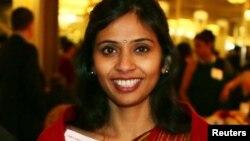 12월 8일 데비아니 코브라가데 뉴욕주재 인도 부총영사가 스토니브룩 대학 행사에 참여했다.