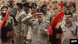 Pakistanski i indijski vojni funkcioneri na granici dve zemlje