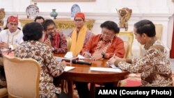AMAN dan beberapa LSM pemerhati lingkungan hidup bertemu Presiden Joko Widodo, memberi masukan tentang NAWACITA, Oktober 2015
