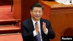 习近平在人大通过修宪取消国家主席任期限制后鼓掌