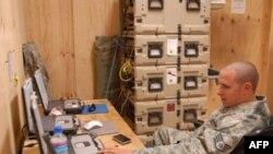 美军士官在阿富汗同时使用加密与非加密网络