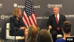 Vršilac dužnosti pomoćnika državnog sekretara SAD Filip Riker na panelu u Atlantskom savetu