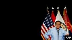 Bộ trưởng Quốc phòng Hoa Kỳ Leon Panetta nói chuyện với quân đội trong chuyến thăm Trại Victory ở Baghdad, Thứ Hai 11/7/2011