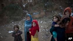 دسيو دي چلډرن ډلې لخوا دافغانستان په ختيځ ننګرهار ولايت کې پاکستان څخه دراستنيدونکو افغان کډوالو په اړه شوې دغه سروى کې دماشومانو دحيرانونکي بحران انکشاف شويدى.