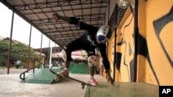 Skateistan ກໍາລັງໃຊ້ກິລາແລ່ນແປ້ນສະເກັດເພື່ອຊ່ວຍຊາວໜຸ່ມ ທີ່ມີບັນຫາຫຍຸ້ງຍາກໃນຊີວິດ ຢູ່ກໍາປີເຈຍ